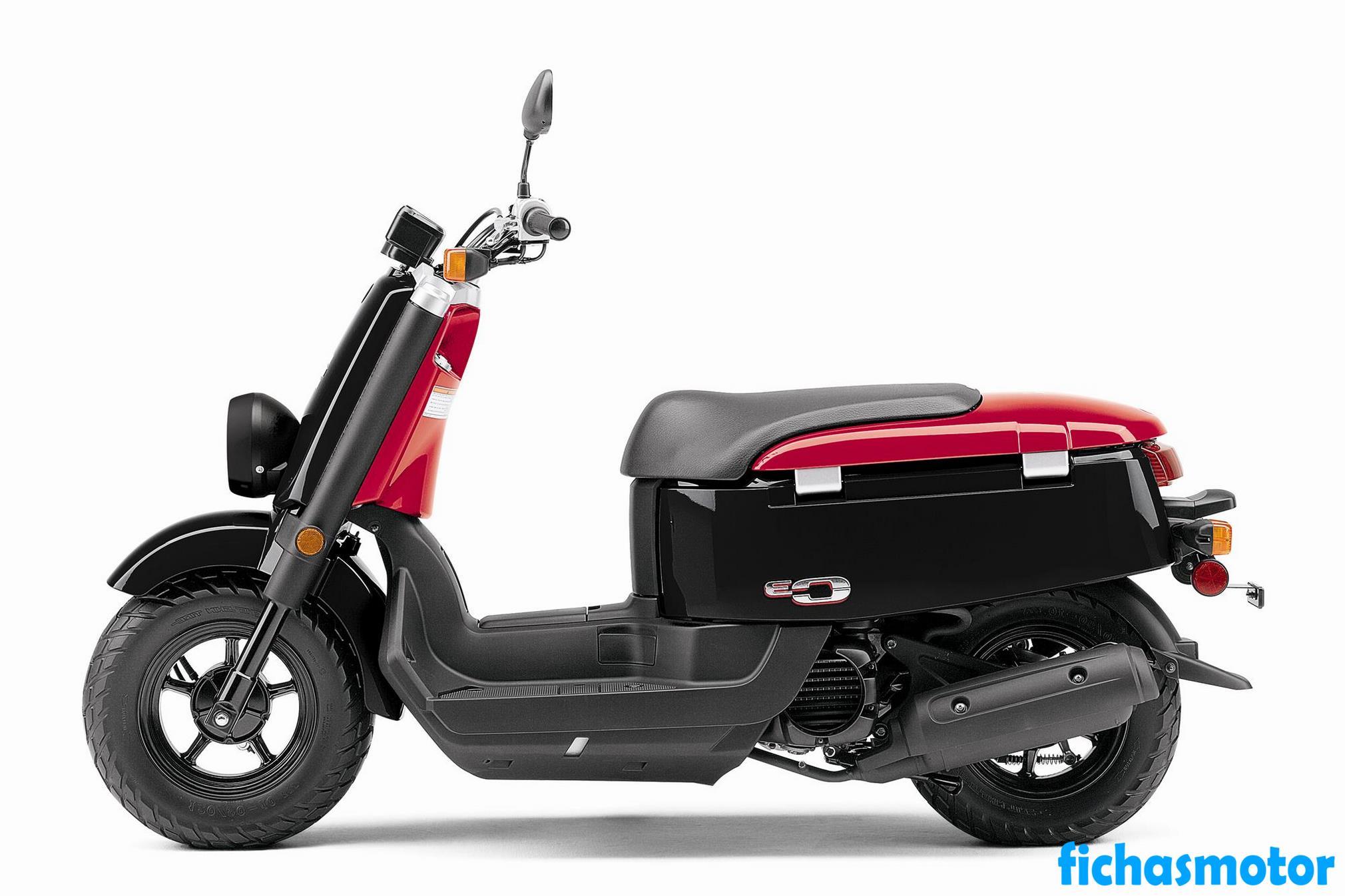 Imagen moto Yamaha c3 año 2012